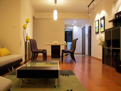 Exemplary three bedroom apartment south of Xintiandi