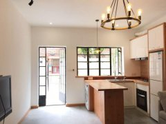 Renovated 1BR Lane House with Yard