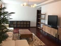 Renovated 3BR Apartment in Good Compound in Xujiahui CBD