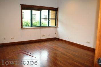 Spacious office with 400sqm and 150 sqm garden Metro 1 minut