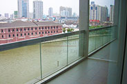 Stunning apt with river view and balcony