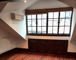 Big unfurnished lane house with wall heating on West Yan an r