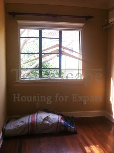 house rent near xujiahui park Unfurnished 2 level lane house with roof terrace and garden