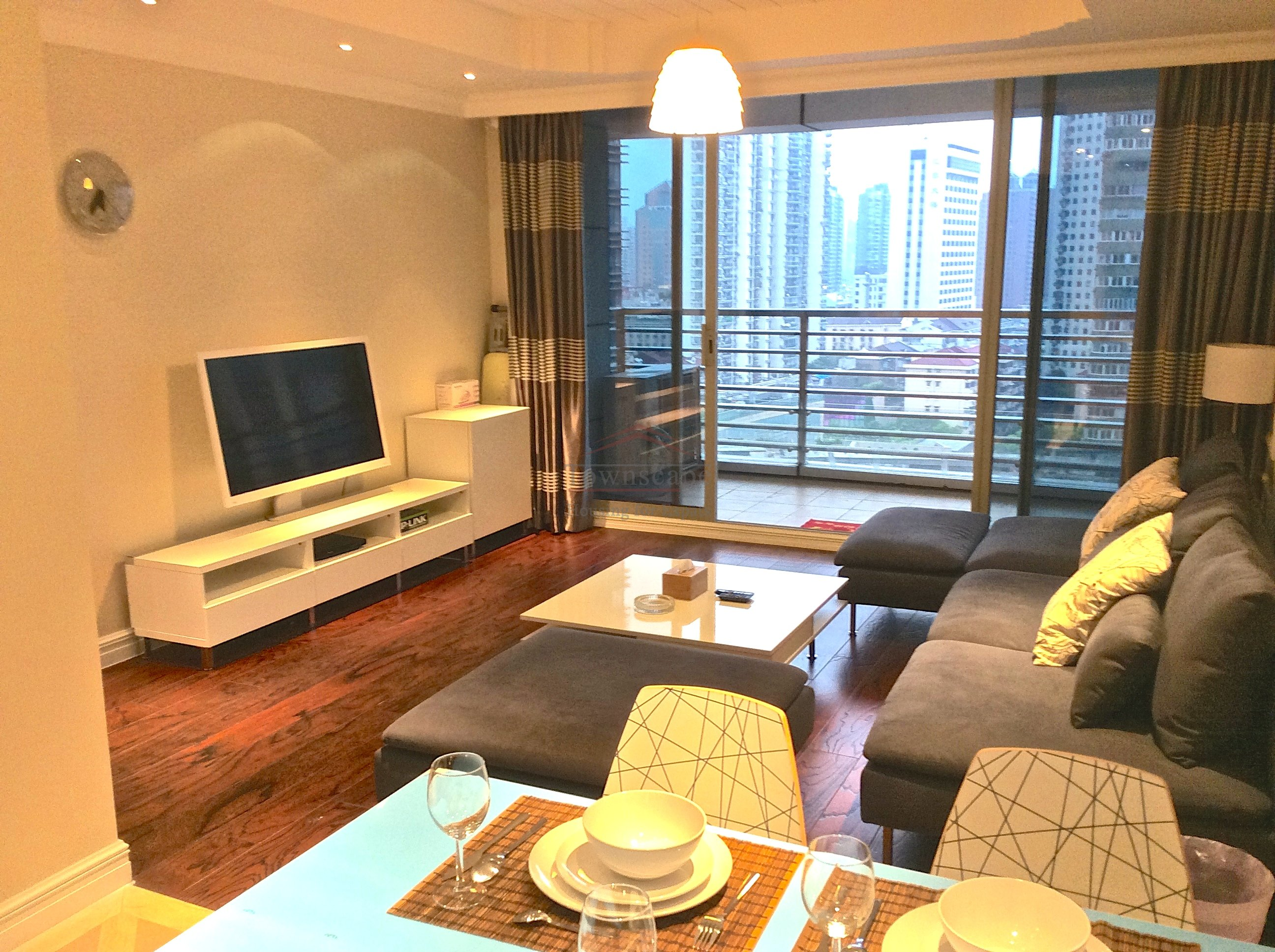 apartment with balcony shanghai Classy executive apartment to rent near People