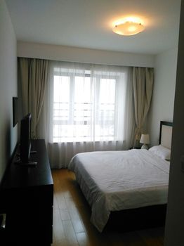 High-floor 3BR Apt right above West Nanjing Road