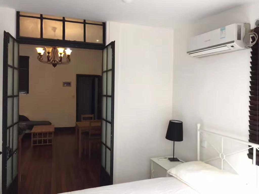 Sunny and Cozy 1 Bedroom Apartment in Xintiandi