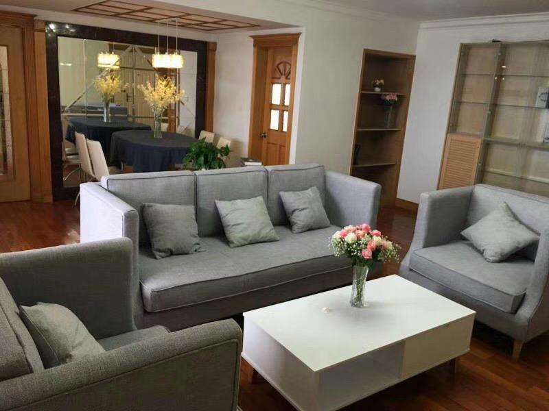rent affordable 3 bedrooms apartment in shanghai Well Priced 3 Bedrooms Apartment in the Downtown of Shanghai