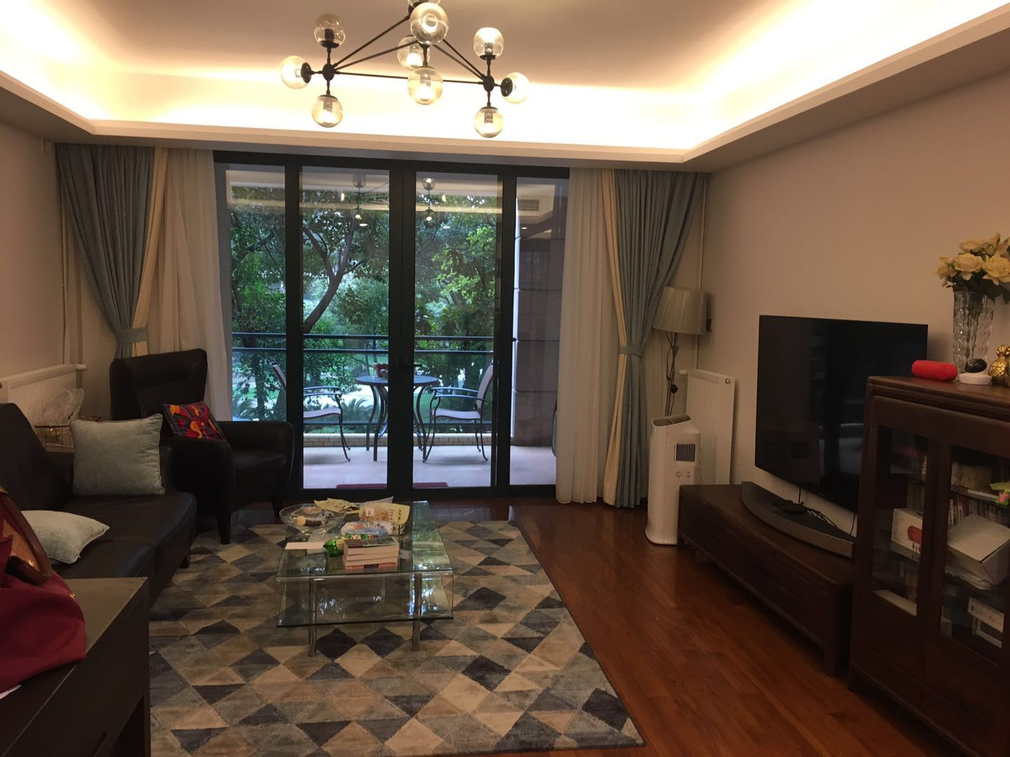 Yanlord-Puxi Renovated Spacious Apartment for Rent in Shangha