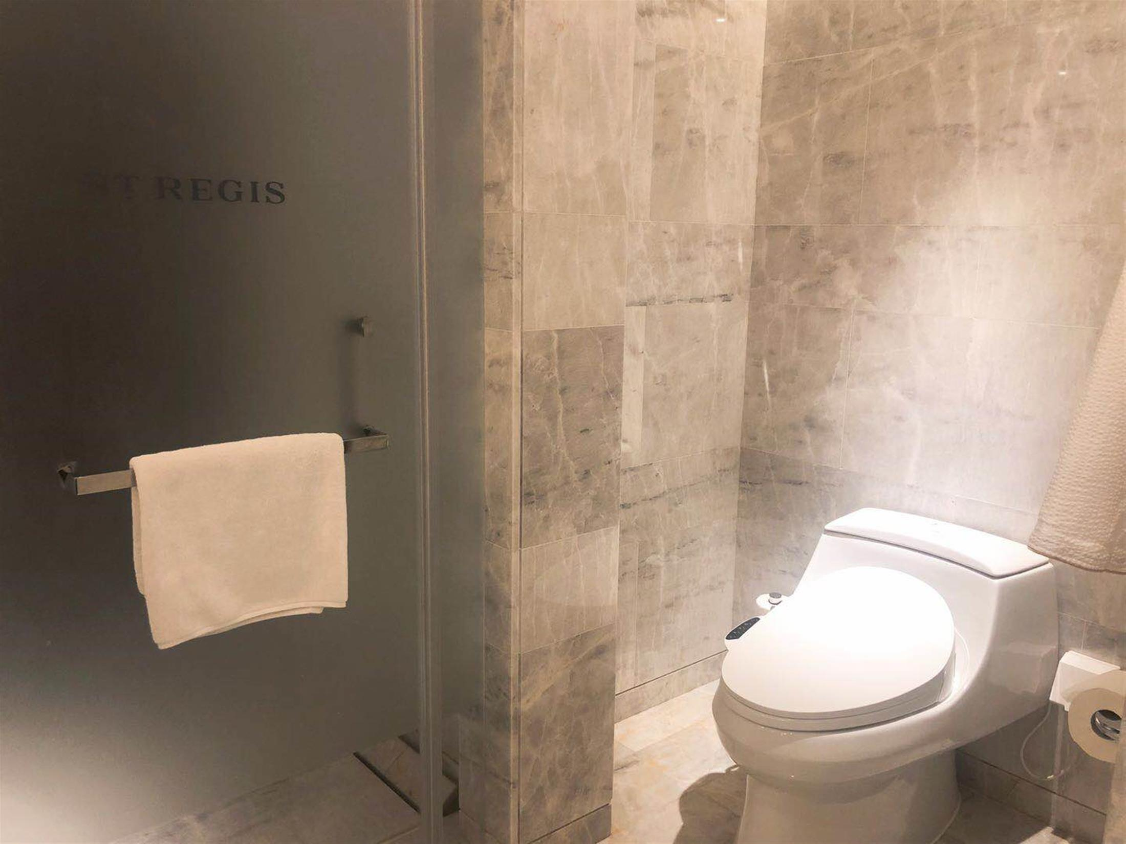 Electric Toilet Top-End Ultra-Lux Service Apartment in Puxi