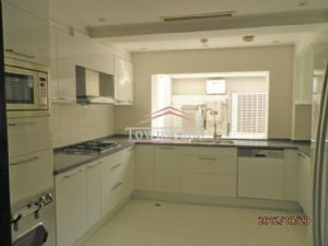Large Villa w Floor Heating and Garden in Honqiao Golf Villa