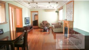 Spacious and Bright apartment close to metro line 1