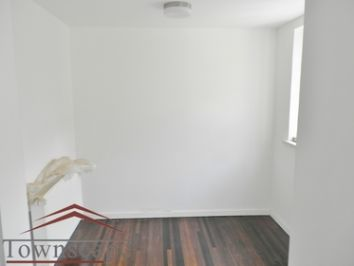 picture 2 Newly Renovated the bright triplex 4BR and 3BTH with oven an