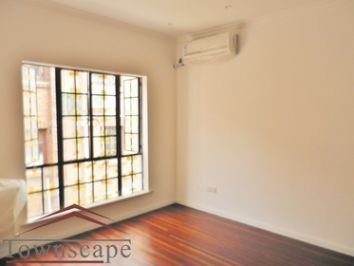 picture 3 Newly Renovated the bright triplex 4BR and 3BTH with oven an