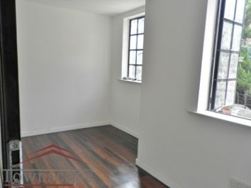 picture 11 Newly Renovated the bright triplex 4BR and 3BTH with oven an